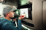 Mikrovågsugn 24 V Dometic Roadmate MV024 Komplett paket med omvandlare anpassat för lastbilar 9600000535